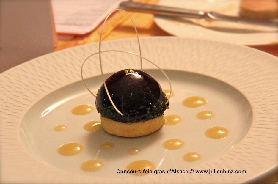 hémisphère de foie gras  d'oie d'Alsace aux baies de sureau noires